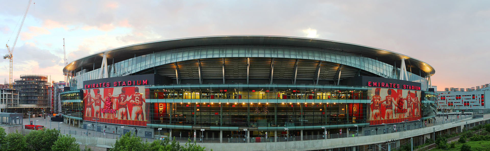 Emirates_Stadium_east_side_at_dusk